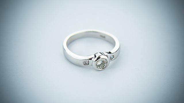 Darujte zásnubní prsten s láskou