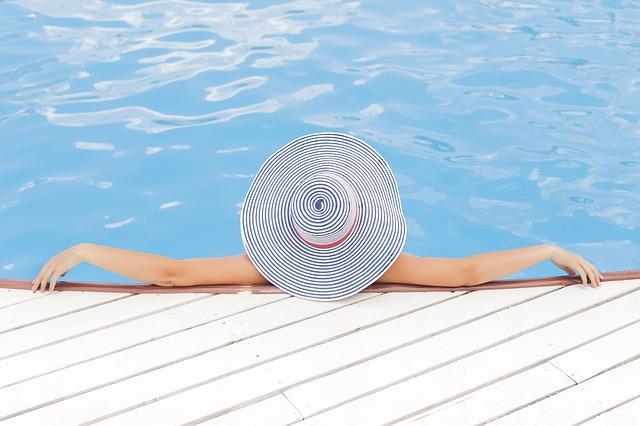 Mořská sůl do bazénu je šetrná k pokožce i životnímu prostředí