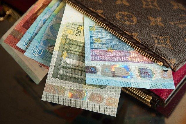 peníze v peněžence