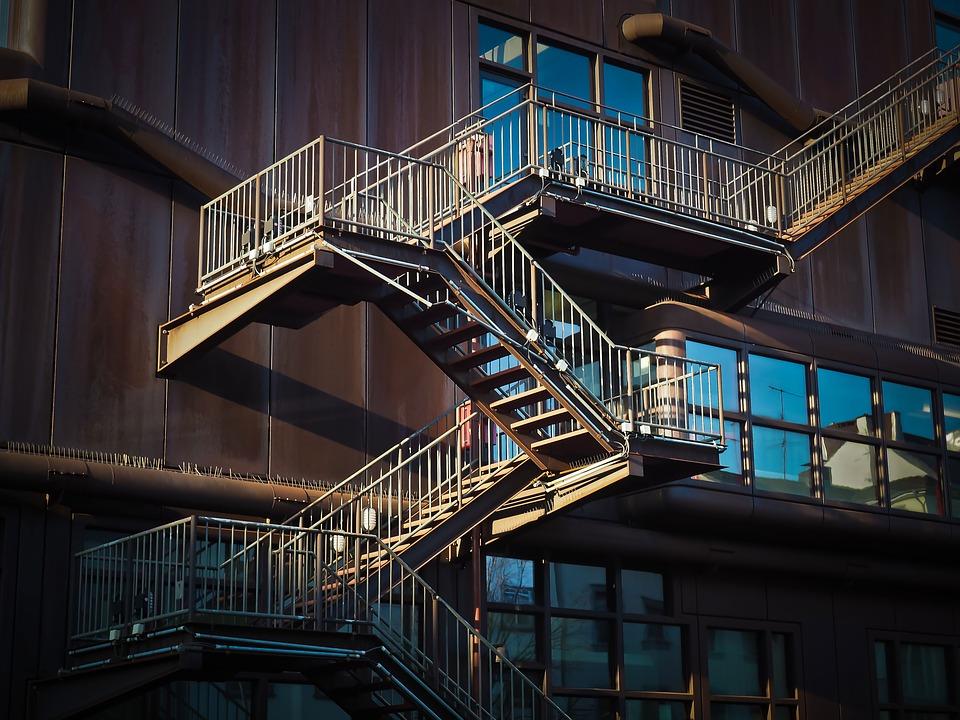 Co se obvykle používá jako obklad schodiště